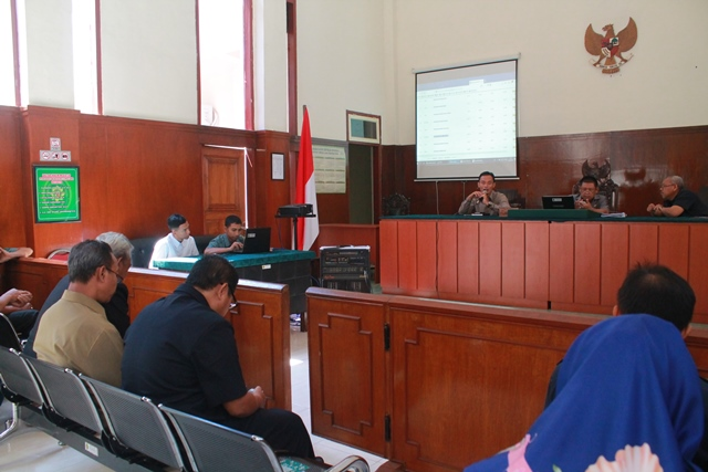 Sosialisasi Penerapan Pelayanan Terpadu Satu Pintu (PTSP) dan Perma No. 3 Tahun 2018 tentang administrasi perkara di pengadilan secara elektronik serta evaluasi Monitoring Implementasi SIPP (MIS) pada Pengadilan Negeri Lumajang kelas IB